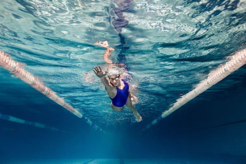 Adult swimming laps Etobicoke